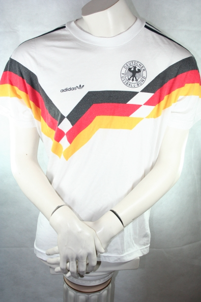 http://www.spieler-trikot.de/Deutschland-DfB-Trikot-Fanshop/Adidas-Deutschland-Trikot---T-shirt-WM-1990-90-DFB-Italia-90-Herren-M-L-oez.html
